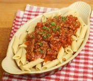 Pâtes de Rigatoni avec de la sauce à Bolognaise Photos libres de droits