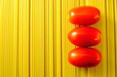 Pâtes de spaghetti avec des tomates Photos stock