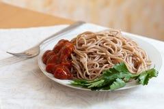 Pâtes de spaghetti avec le ketchup Photo stock