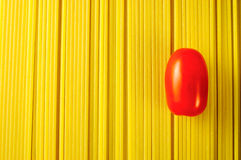 Pâtes de spaghetti avec une tomate Photos libres de droits