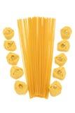 Pâtes de Tortellini et de spaghetti Image stock