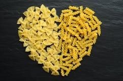 Pâtes en forme de coeur Photographie stock libre de droits