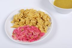 Pâtes entières avec le tofu sur un blanc Images stock