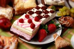 Pâtes et gâteaux photographie stock libre de droits