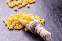 Pâtes et ingrédients crus Photographie stock libre de droits