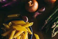 Pâtes et légumes photographie stock libre de droits