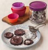 Pâtes faites maison du plat dans la poudre de sucre Images stock