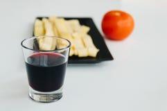 Pâtes fraîches, vin rouge et tomate Image stock