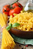 Pâtes gratuites de gluten cru de mélange de farine de maïs et de riz Photo stock