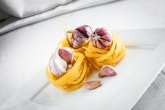 Pâtes italiennes avec des ail Image stock