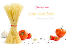 Pâtes italiennes avec des tomates Images stock
