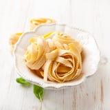 Pâtes italiennes dans une cuvette Photo stock