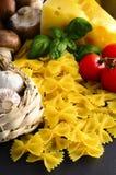 Pâtes italiennes de farfalle Photos stock
