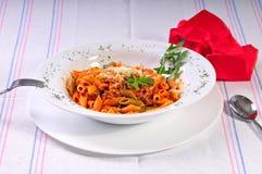 pâtes italiennes de spaghetti sur la table Photographie stock libre de droits