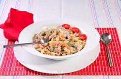 Pâtes italiennes de spaghetti sur la table Photo libre de droits