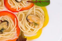 Pâtes italiennes savoureuses avec des fruits de mer Photographie stock libre de droits