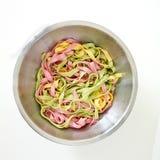 3 pâtes mélangées de couleurs tout préparées - couleurs vertes, jaunes, roses Images stock