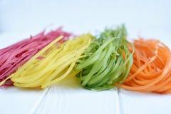 Pâtes multicolores crues Images libres de droits
