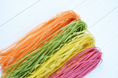 Pâtes multicolores crues Photo stock