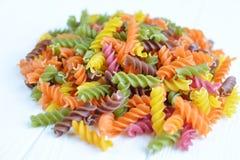 Pâtes multicolores crues Images stock