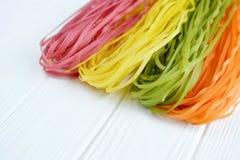 Pâtes multicolores crues Photos stock