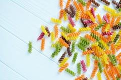 Pâtes multicolores crues Photographie stock libre de droits