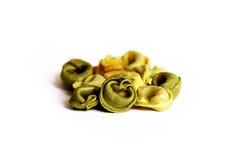 Pâtes traditionnelles de Tortellini de blé entier de 3 couleurs Photographie stock libre de droits