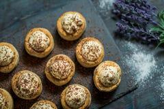 Pâtisserie avec de la crème de vanille photos libres de droits