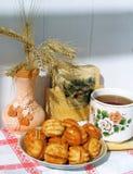 Pâtisserie avec du thé Photographie stock