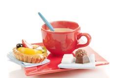 Pâtisserie avec le fruit et le café Photo stock