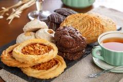 Pâtisserie avec le thé Photographie stock