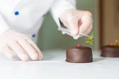 Pâtisserie avec un gâteau Photographie stock libre de droits