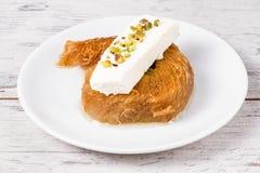 Pâtisserie crémeuse douce de style turc, Kadayif photographie stock