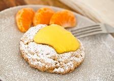 Pâtisserie délicieuse de citron avec les tranches oranges Photographie stock