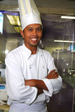 pâtisserie de chef dans la pose photographie stock