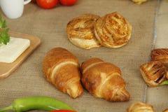 Pâtisserie et croissants Photos stock