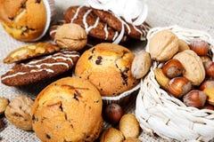 Pâtisserie et noix image libre de droits
