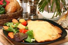Pâtisserie et salade de viande photos libres de droits