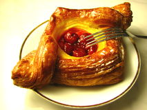Pâtisserie rouge du danois de cerise Images libres de droits