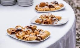 Pâtisserie savoureuse de bonbons au buffet de restauration d'événement d'affaires Images stock