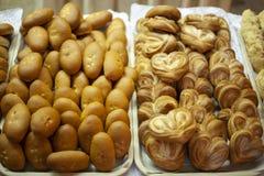 Pâtisseries délicieuses pour le café Festins pour le th? Produits de farine Tartes russes Tartes avec remplir image stock