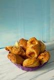 Pâtisseries douces de plat pourpre Images libres de droits