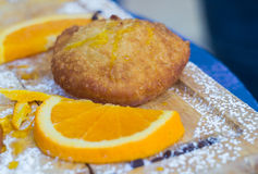 Pâtisseries siciliennes remplies de la crème orange Images stock