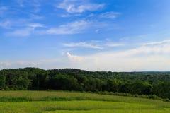 Pâturage vert et jour ensoleillé en Hudson Valley NY au-dessus de regarder le MOU Photo libre de droits