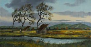 Pâturages avec deux petites granges et une rivière photographie stock libre de droits