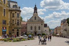 Pécs, Hongrie, place de Széchenyi avec l'église Image libre de droits