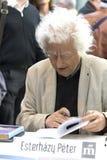 Péter Esterhà ¡ zy - διάσημος ουγγρικός συγγραφέας που αφιερώνει τα βιβλία του Στοκ εικόνες με δικαίωμα ελεύθερης χρήσης