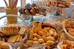 Pães e anéis de espuma fotos de stock