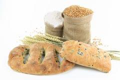 Pães mediterrâneos e produtos da azeitona preta. Fotografia de Stock Royalty Free