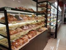 Pães no supermercado dos HOMENS da Dinamarca, Subang USJ, Selangor, Malásia foto de stock royalty free